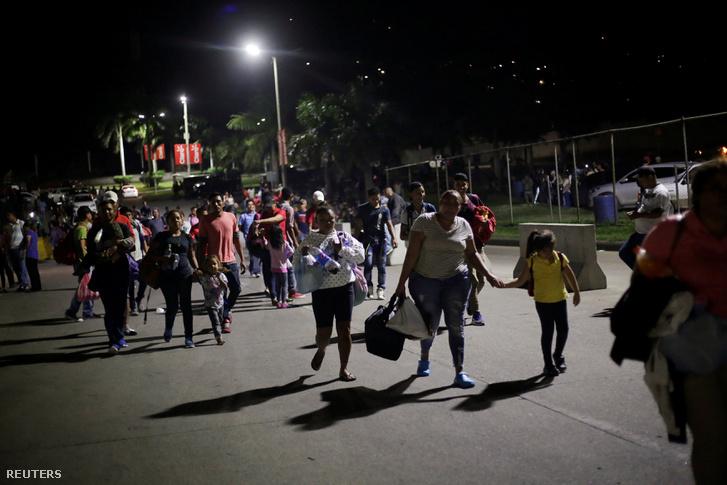 Több száz hondurasi migráns indult el az Egyesült Államok felé 2019. január 15-én