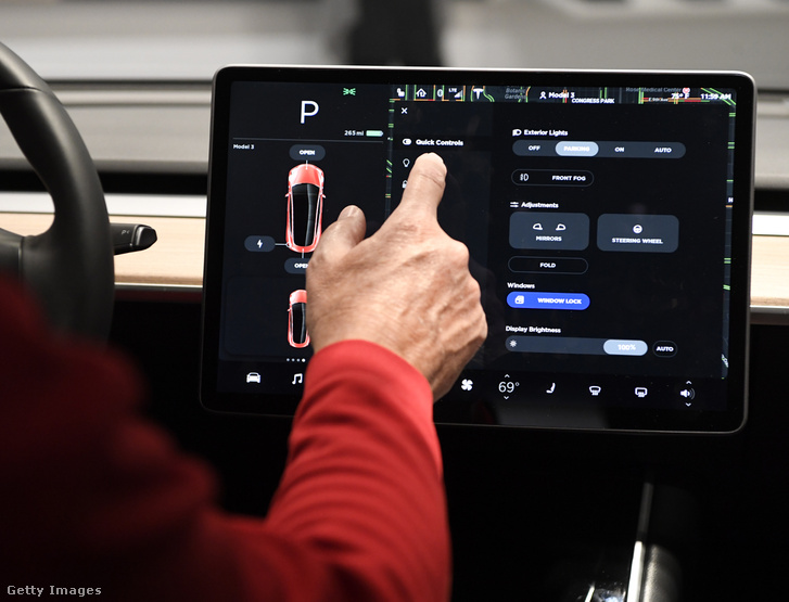 Tesla Model 3 vezérlő érintőképernyője