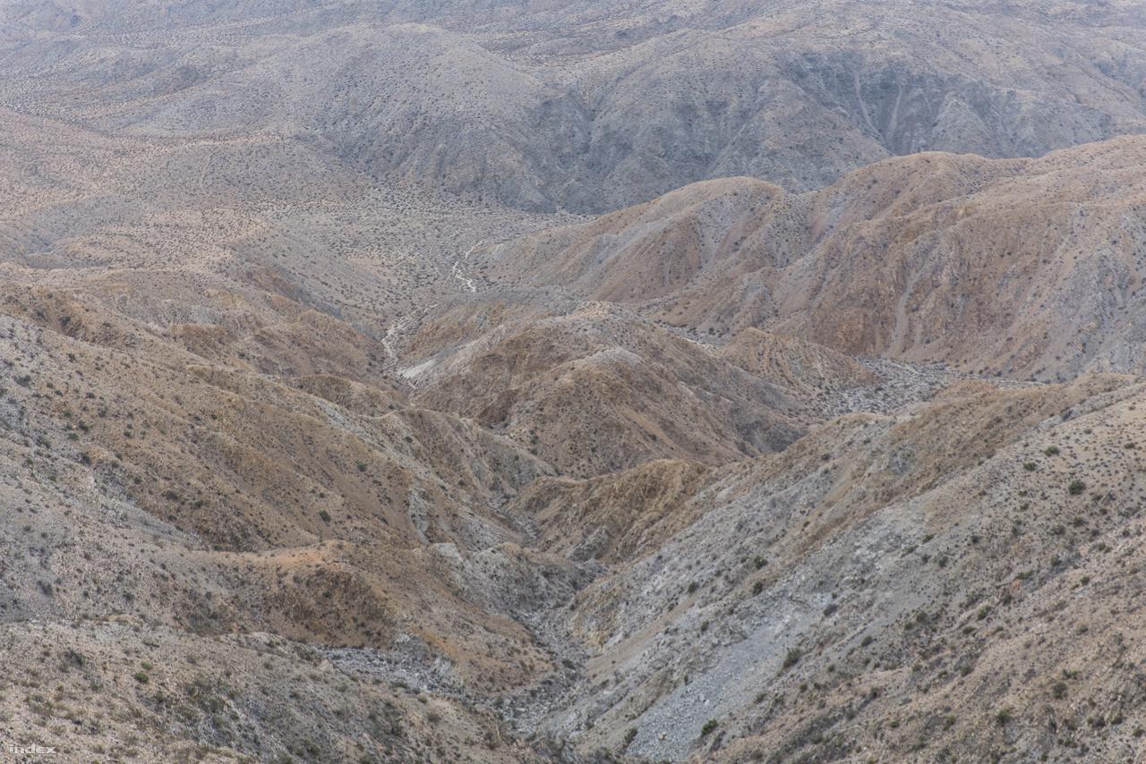 A körülbelül 1600 méter magasan lévő Keys View kilátóból ilyen a Coachella-völgy.