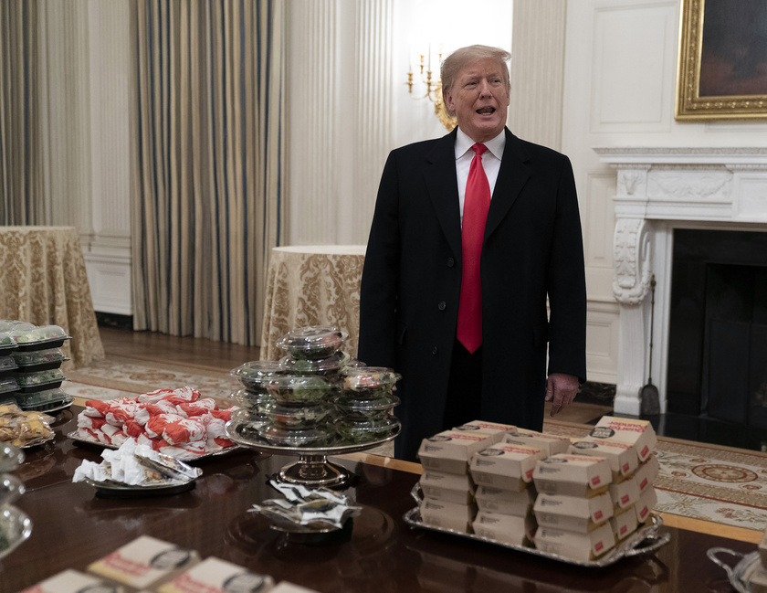 donald-trump-diszvacsora-burger-1
