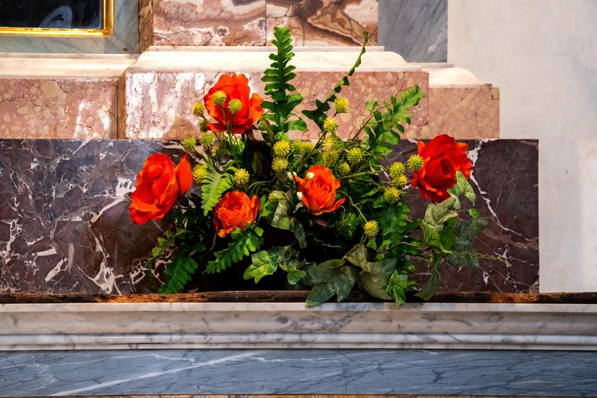 Botrányos bűncselekményt fedezett fel 2 nő, amikor virágot vittek a templomba