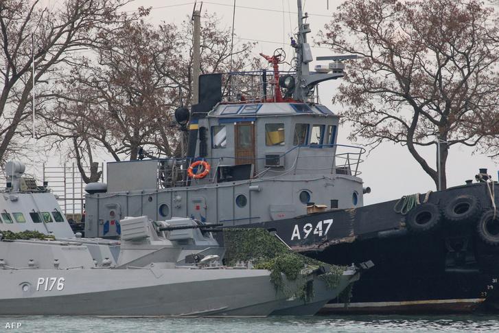 A lefoglalt ukrán hajók Kerch kikötőjében, a Krímben.
