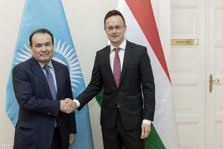 Szijjártó Péter külgazdasági és külügyminiszter (j) fogadja hivatalában Bagdad Amrejevet, a Türk Tanács főtitkárát 2019. január 15-én.