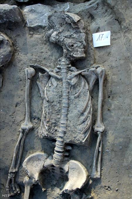 A régészek eddig több mint 30 sírt tártak fel