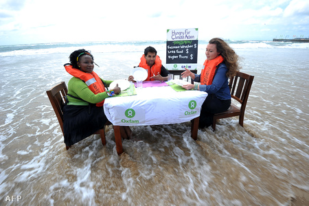 Az Oxfam aktivistái protestálnak Durbanben