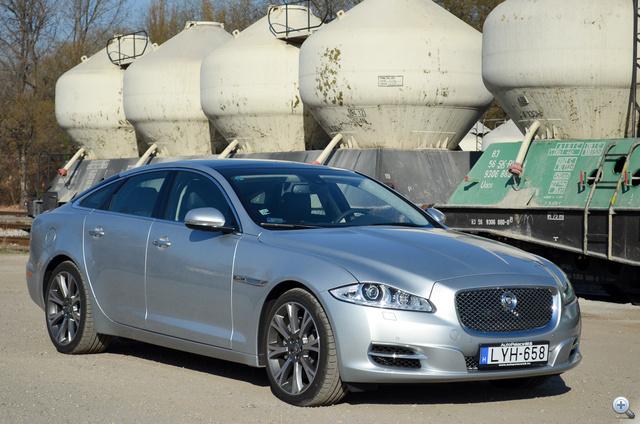 5122 milliméterével hosszabb, mint egy 7-es BMW