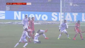 Kész csoda, hogy nem hordágyon vitték el a Valladolid hátvédjét