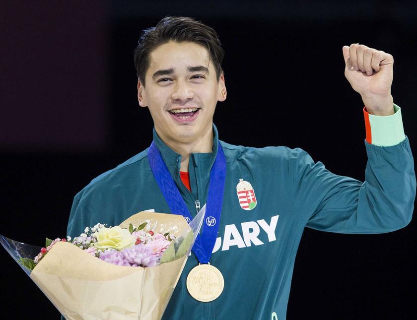 Az aranyérmes Liu Shaolin Sándor a dordrechti rövidpályás gyorskorcsolya Európa-bajnokság férfi összetettjének eredményhirdetésén.