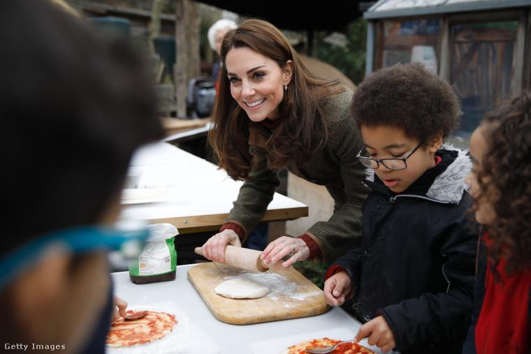 Így készített Katalin hercegné pizzát a gyerekekkel Islingtonban.