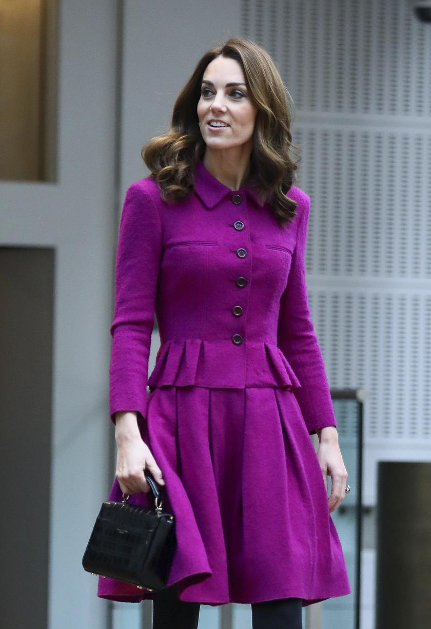 Katalin régen csak pasztellszíneket hordott, jó látni, hogy már a merészebb árnyalatokat is szívesen viseli.