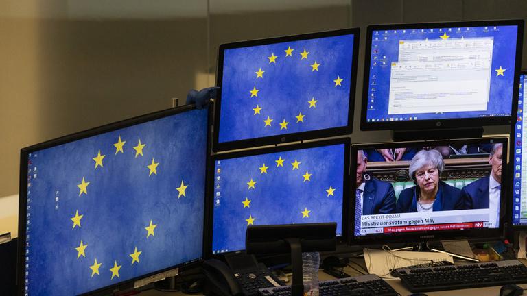 Theresa May taktikát vált, ha miniszterelnök marad