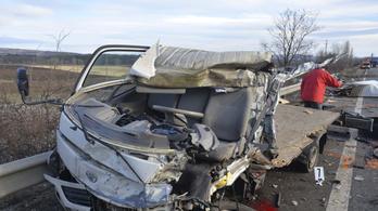 Brutális baleset történt az M2-esen