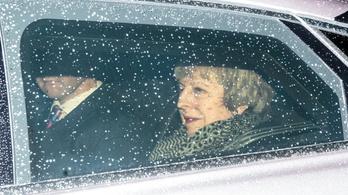 Theresa May túlélte a bizalmi szavazást a brit parlamentben