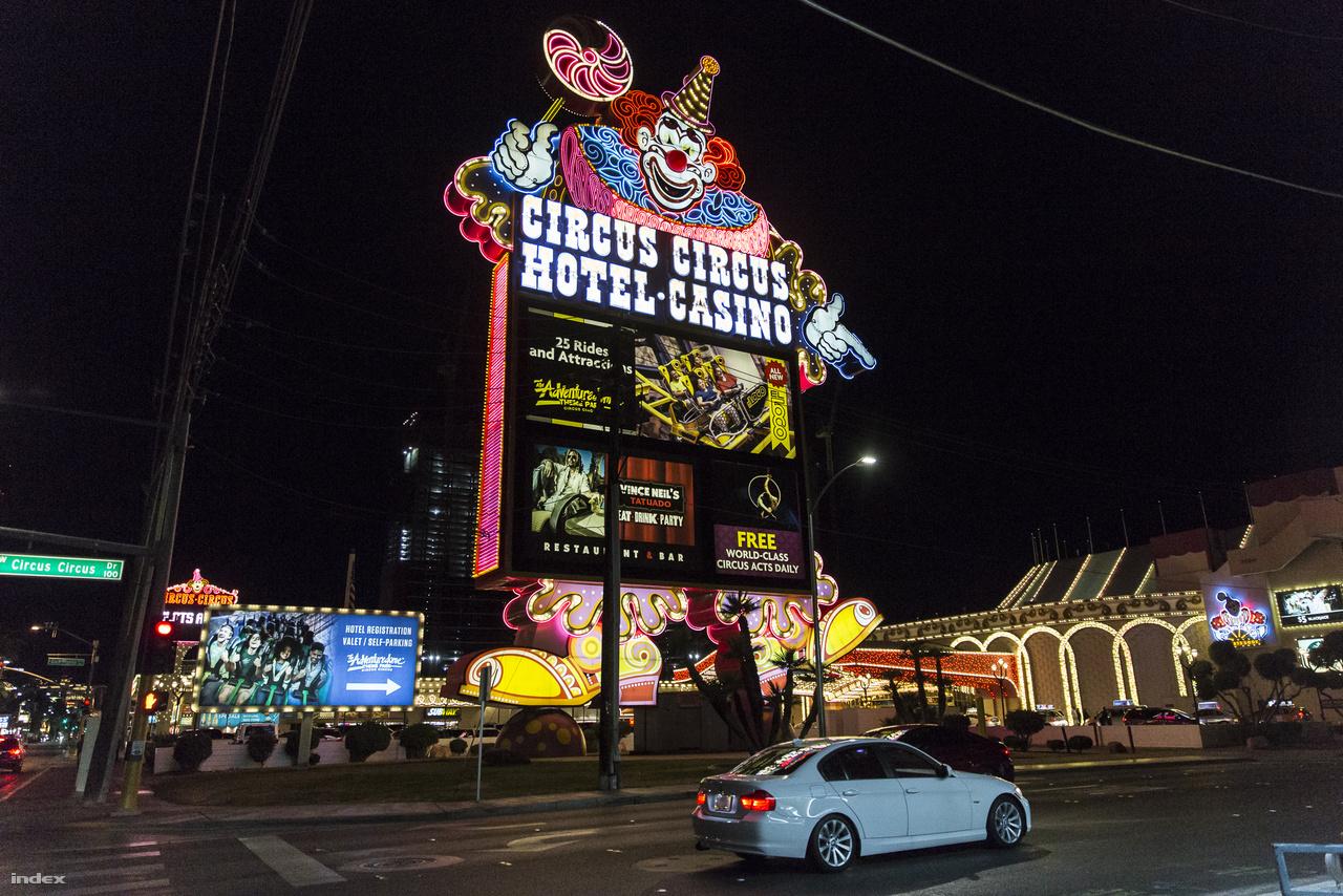 Las Vegas egyik, ha nem a legszebb neonreklámja a Circus Circus Hotel és kaszinó animált bohóca.