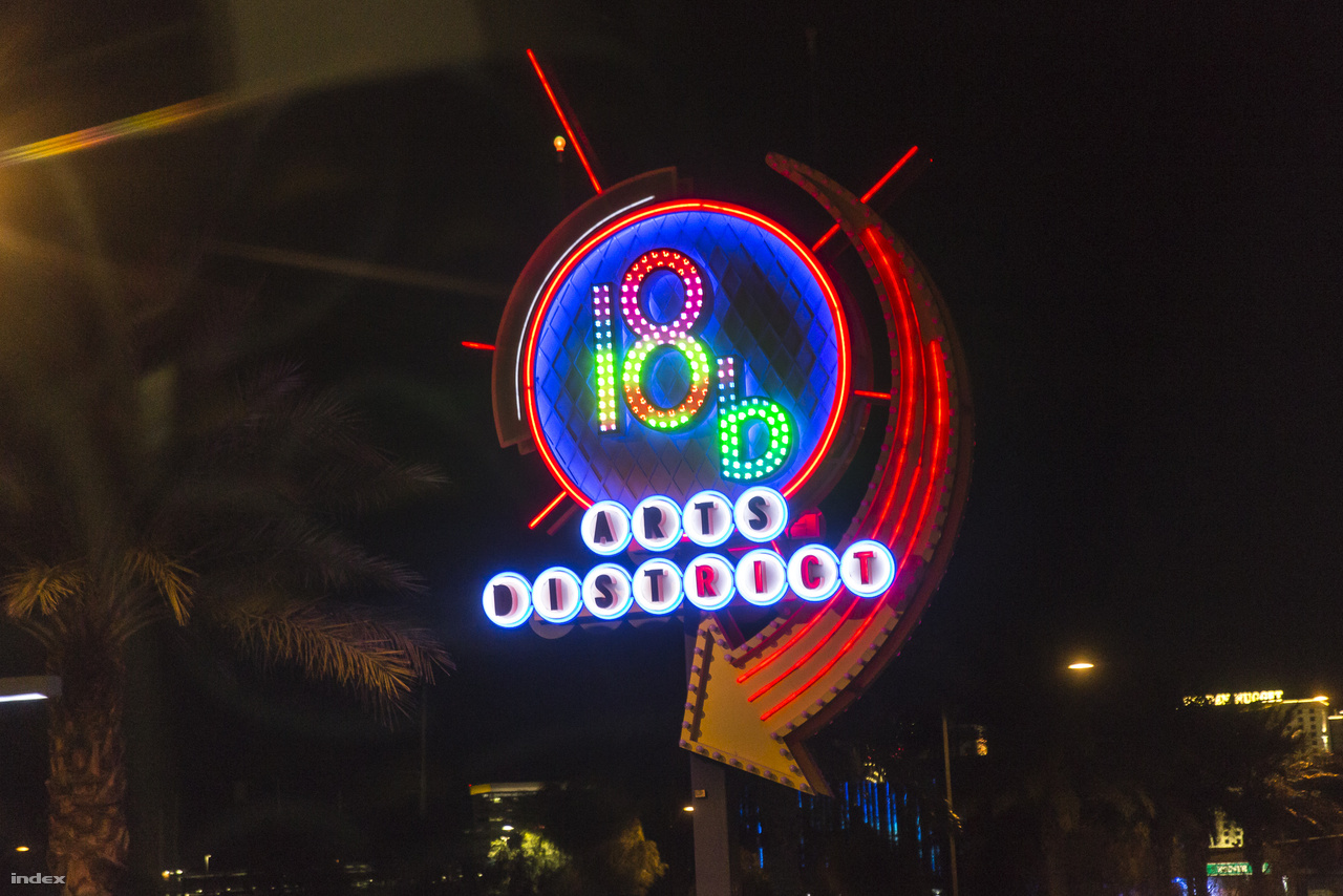 18b: The Las Vegas Arts District – 1998-ban 18 háztömbből kialakított, úgymond bohém szórakozónegyed, kifejezetten művészeknek, ahol műtermek, butikok, éttermek, régiségboltok, fodrászszalonok várják a műértő közönséget.