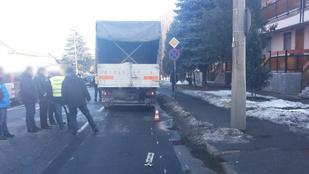 Meghalt egy idős nő Debrecenben, miután elütötte egy kamion