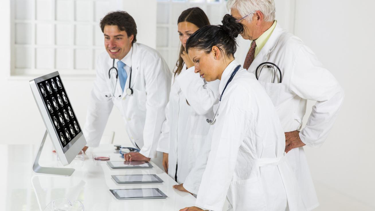 Szenzációs siker a magyar rákgyógyításban: új, 40 perces módszerrel kezelték az áttétes beteget