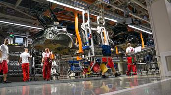 Figyelmeztető sztrájkot tartanak péntek délelőtt az Audi győri gyárában