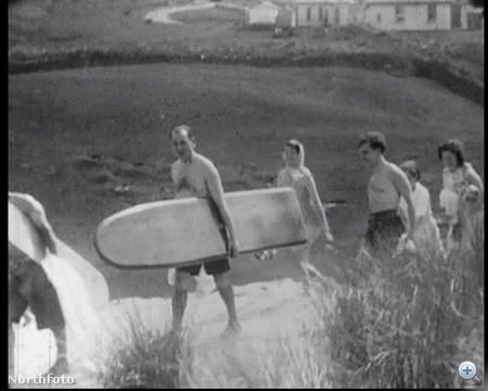 Egy képkocka a világ egyik első szörfvideójából