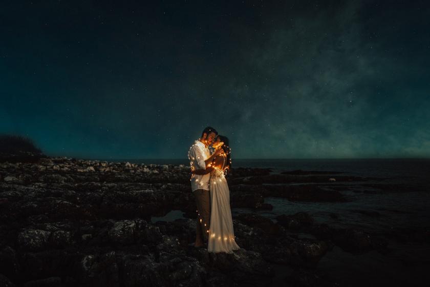 Tengerparti romantika és gyönyörű éjszakai fények: a horvátországi Levan szigetén készült a felvétel.