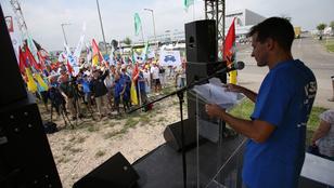 Jogellenesen rúgta ki a Hankook a jogot tanuló szakszervezeti vezetőt