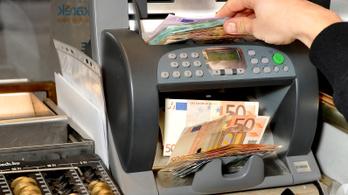 Hét hónapos csúcson a forint az euróval szemben
