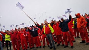 Sztrájkoltak péntek délelőtt az Audi győri gyárában