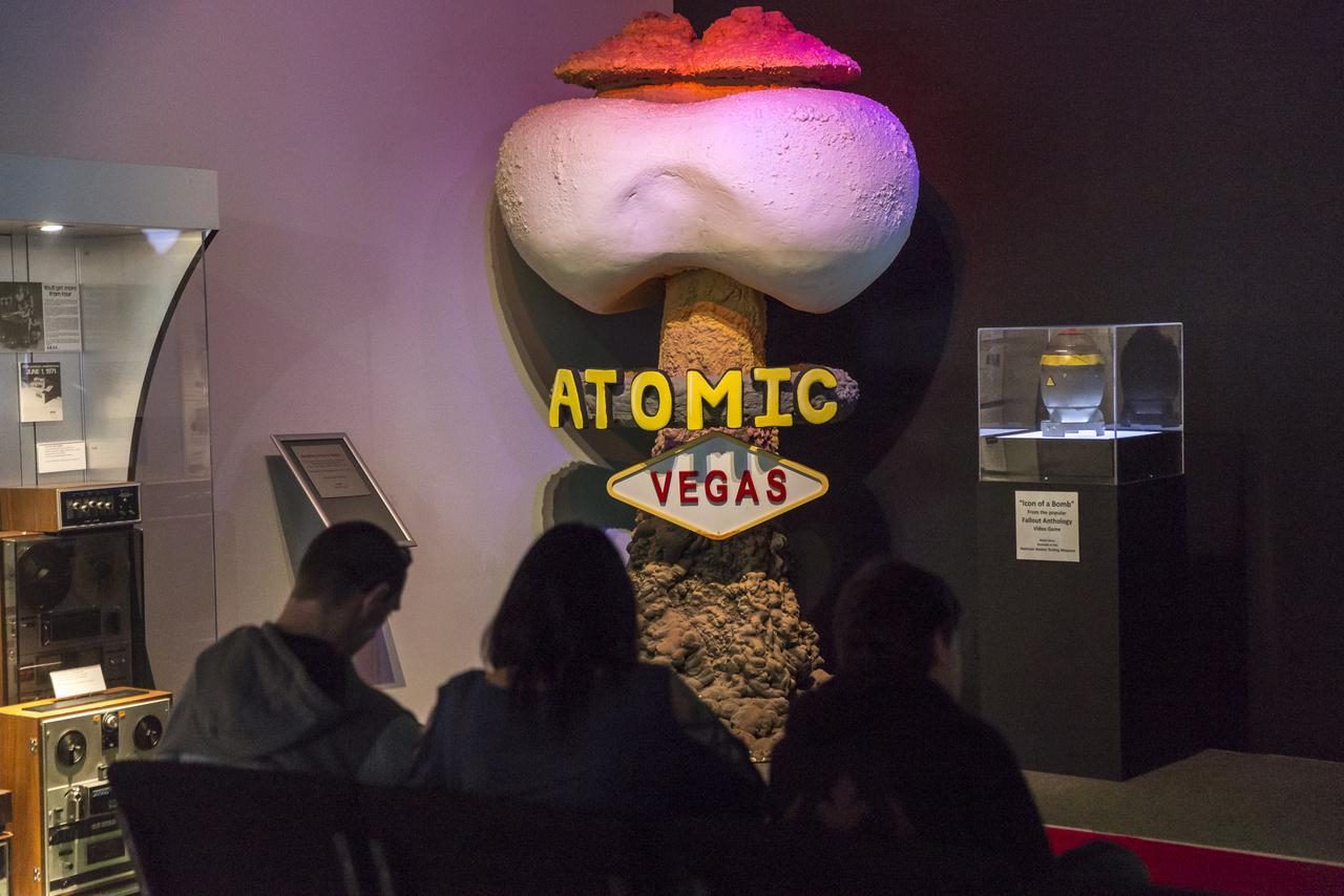 11 évig volt a gombafelhő Las Vegas bizarr módon örökbe fogadott szimbóluma, most az Area 51 kamarakiállítás egyik sarkában  rémisztgeti a látogatókat.
