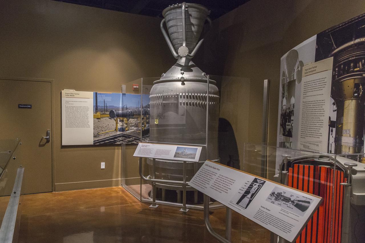 A hatvanas évek egyik legizgalmasabb zsákutcája a NERVA (Nuclear Engines for Rocket Vehicle Applications) program volt. Az űrverseny lázában akkor még közelinek tűnő Mars-utazáshoz nukleáris hajtóművet kezdtek fejleszteni és tesztelni az amerikai tudósok, mérnökök. 1964 és 1969 között több 1100 megawattos reaktorhajtóművet is kipróbáltak.