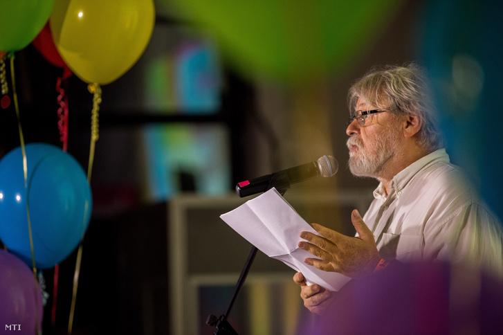 Parti Nagy Lajos Kossuth-díjas költő próza- és drámaíró műfordító a Budapest Pride Fesztivál hivatalos megnyitóján a Tesla Budapest Kulturális Központban 2017. június 30-án.