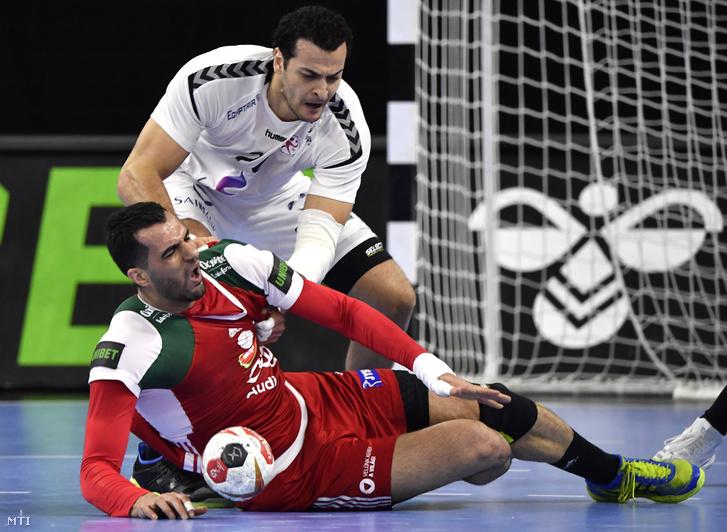 A magyar Jamali Iman (elöl) és az egyiptomi Ibrahim el-Maszri a német-dán közös rendezésű férfi kézilabda-világbajnokság csoportkörének 4. fordulójában játszott Magyarország - Egyiptom mérkőzésen Koppenhágában 2019. január 16-án.