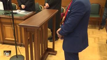 Súlyos börtönbüntetést kapott az orvosra támadó, lázas unokájáért aggódó nagypapa és a fia