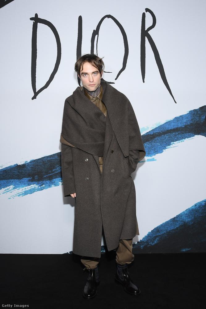 Robert Pattinson talán úgy érezte, hogy egy ilyen alkalomra valami extrát kell felvennie