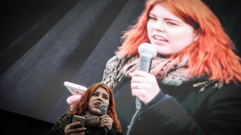 A tüntetésekről ismert diáklány, Nagy Blanka neve is felmerült EP-képviselőjelöltként az MSZP-nél