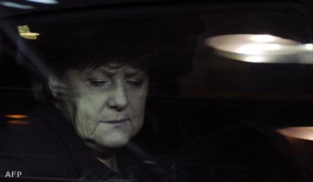 Angela Merkel érkezik az informális csúcsebédre