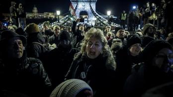 Nem tilthatja meg a rendőrség a Lánchídra tervezett vasárnapi tüntetést