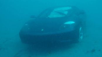 Jézusra fogta, hogy az óceánba hajtott a Ferrarival