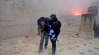 Könnygázt vetettek be Athénban a macedóniai névváltoztatás elleni tüntetésen