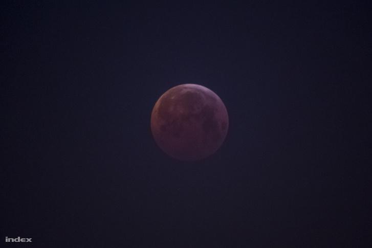 Január 21-re virradóra Európa és Afrika nagy részén, valamint Észak- és Dél-Amerikában is teljes holdfogyatkozás volt