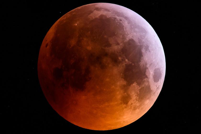 Vörösre váltott a Hold, majd teljesen eltűnt: ma hajnalban bámulatos jelenséget fotóztak