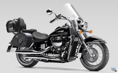 A Honda Shadow teljesen felextrázva már majdnem úgy fest, mint a nagyok. Közelről persze látni rajta, miért csak majdnem