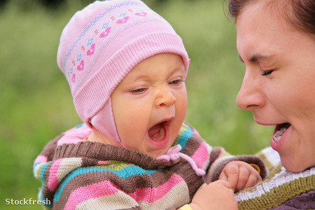 stockfresh 1204088 mother-with-child-they-yawn sizeM