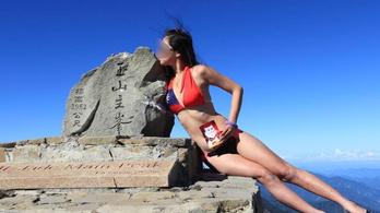 Halálra fagyva találták meg a bikinis túrázót