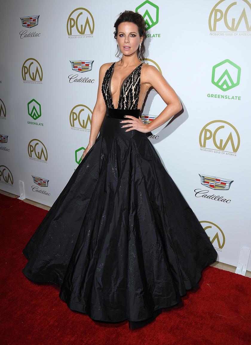 Fantasztikusan állt Kate Beckinsale-nek ez a merész ruha.