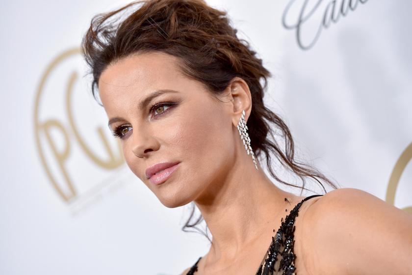 A 45 éves színésznő viselte a gála legmerészebb ruháját - Ámultak mély dekoltázsán
