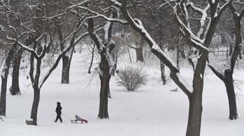 Délen 12 centi hó is eshet