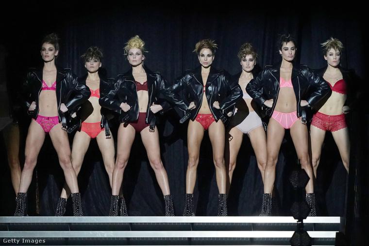 A világ leghíresebb ilyen kaliberű rendezvénye a Victoria's Secret nevű márka bemutatója, amit minden évben novemberben szoktak tartani, rengeteg sztármodellel