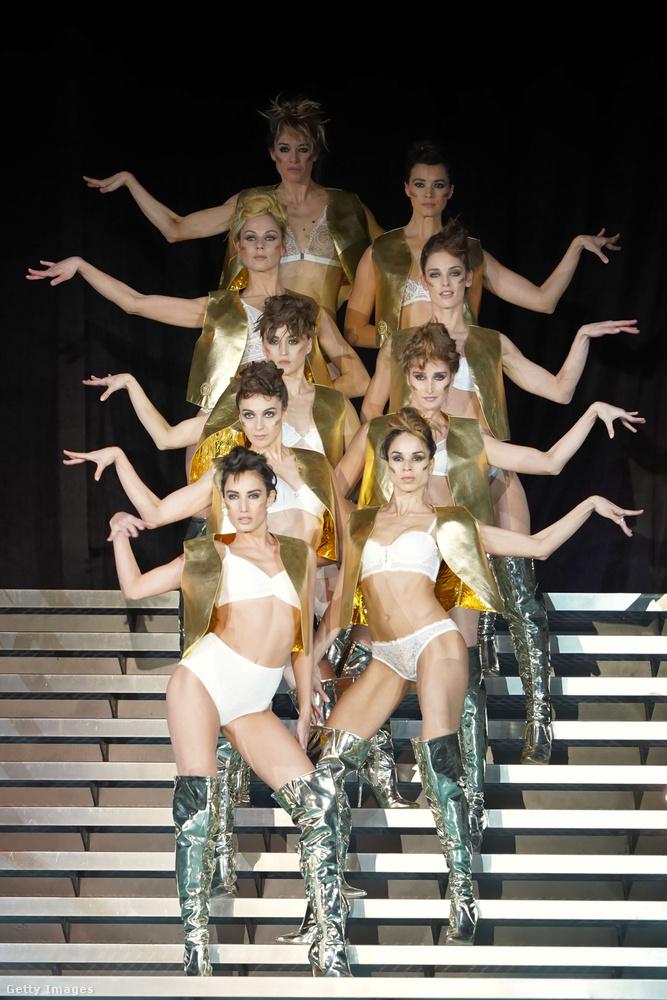 Nos, különösebben ismert modellek a Salon de la Lingerie-ben nem tűntek fel, de show volt itt is rendesen.