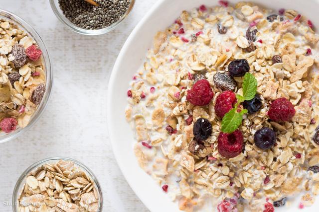 A reggeli pelyheket gyümölcsökkel és magokkal turbózhatod fel