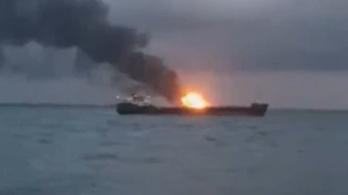 Két hajó égett a Kercsi-szorosban, legalább 10 halott